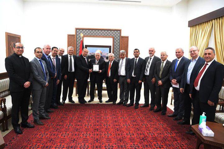 الرئيس يستقبل رؤساء الجامعات الفلسطينية في محافظات الوطن