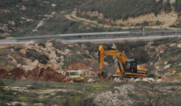 الاحتلال يشرع بتجريف 30 دونما جنوب نابلس