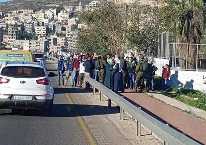الاحتلال يعيق وصول طلبة مدرسة اللبن الشرقية