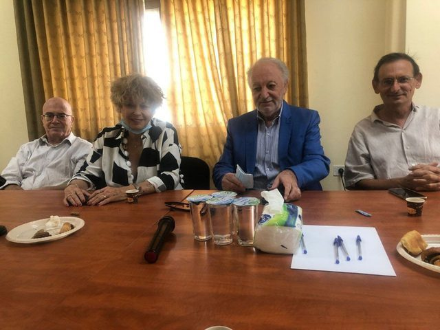 لجنة التواصل مع المجتمع الإسرائيلي تستقبل 15ناشطا من أنصار السلام