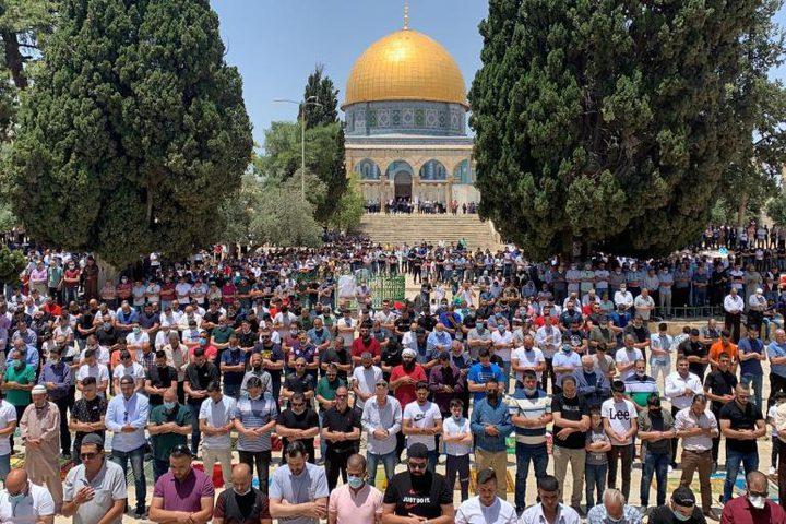 50 ألف مصلٍ يؤدون الجمعة بالأقصى وسط إجراءات إسرائيلية مشددة