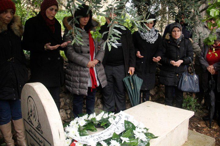 خالدة جرار تزور قبر ابنتها سهى