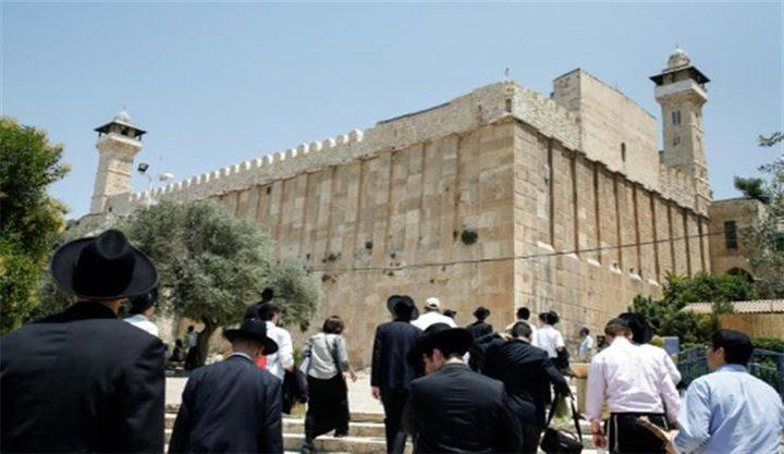 مستوطنون يقتحمون الحرم الإبراهيمي في الخليل