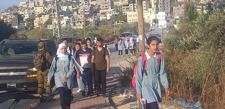 الاحتلال يعيق وصول طلبة مدرسة الساوية اللبن الثانوية
