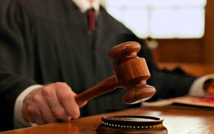 رام الله: الأشغال الشاقة 10 سنوات لمدان بتهمة الشروع بالقتل العمد