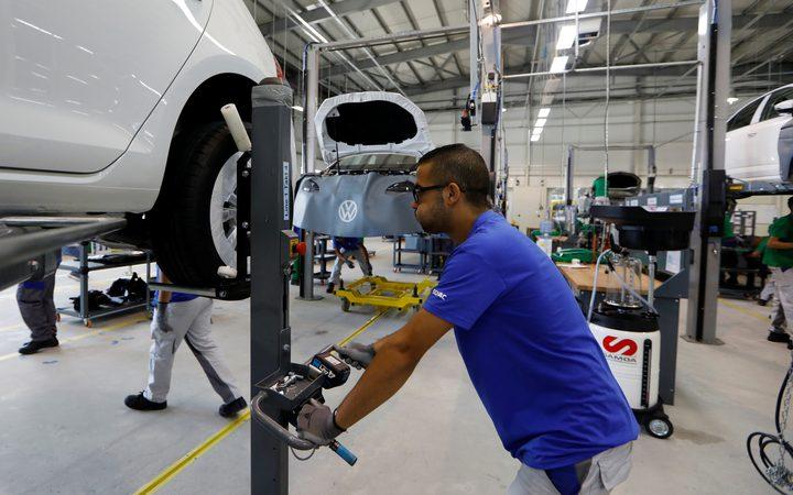 وزير الصناعة الجزائري: سنعود لتصنيع السيارات محليا