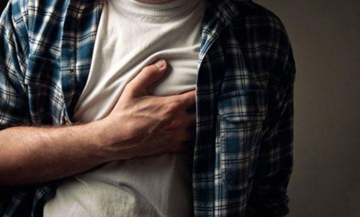 ما الذي  يجب فعله عند الاشتباه بحدوث نوبة قلبية ؟