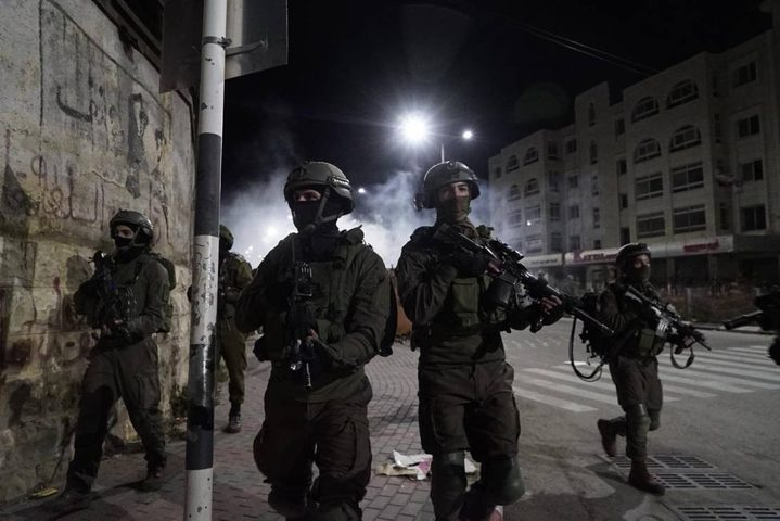 الاحتلال يعتقل عدد من الشبان من بلدة قباطية جنوب جنين