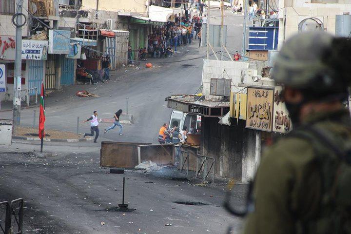 اندلاع مواجهات مع الاحتلال في باب الزاوية وسط الخليل