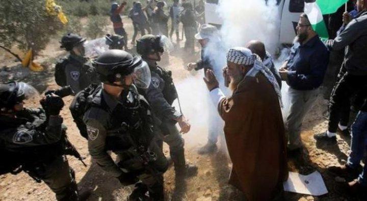 الاحتلال يقمع مسيرة منددة بالاعتداء على المواطنين في مسافر يطا