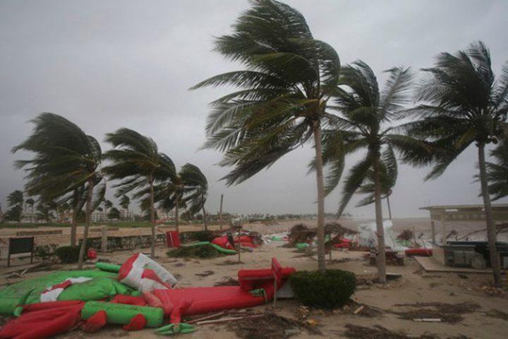 """الإمارات تعلن تأثير الإعصار المداري """"شاهين"""" على مناطق في البلاد"""