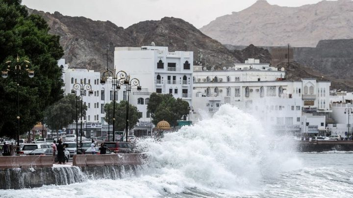"""سلطنة عُمان تطالب سكان الساحل بترك منازلهم بسبب إعصار """"شاهين"""""""