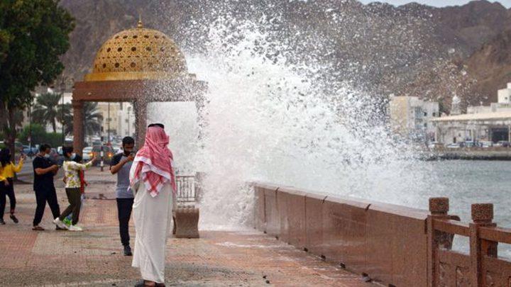 إعصار شاهين يصل السعودية ومركز الأرصاد ينشر تحذيراً للمواطنين