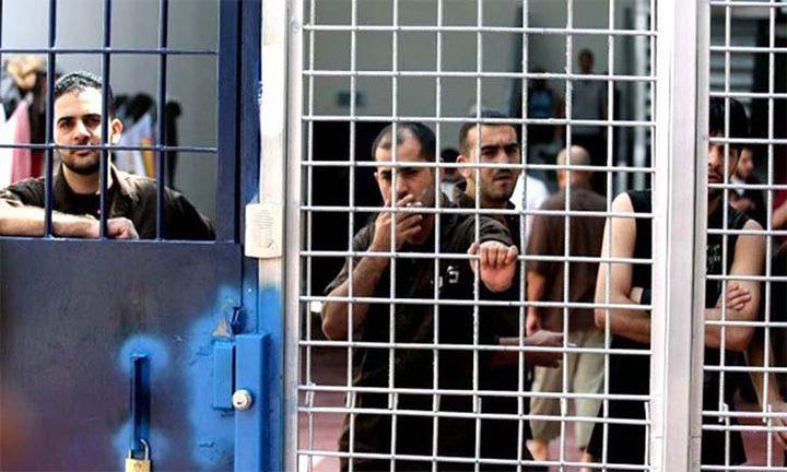 سبعة أسرى يواصلون إضرابهم عن الطعام رفضا لاعتقالهم الإداري