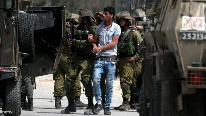 الاحتلال يعتقل 13 مواطنا من مناطق مختلفة بالضفة الغربية