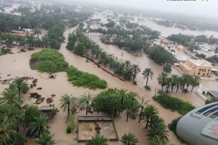 """غرق مساحات شاسعة في ولاية الخابورة بسلطنة عُمان جراء الحالة المدارية """"شاهين"""""""