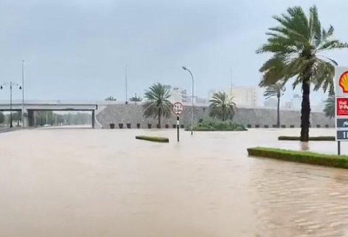 """توقعات بتأثر ست محافظات يمنية بإعصار """"شاهين"""""""