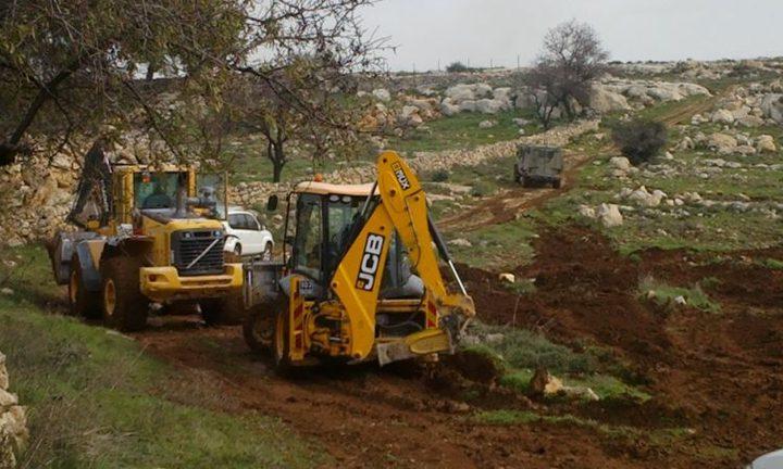 الاحتلال يجرف أراضي في الساوية جنوب نابلس