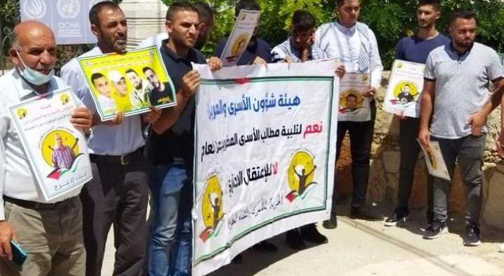 الخليل: تنظيم وقفة تضامنية مع الأسرى المضربين عن الطعام