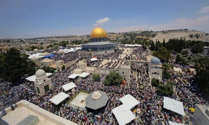 """50 ألف مصلٍ يؤدون صلاة """"الجمعة"""" في باحات المسجد الأقصى"""