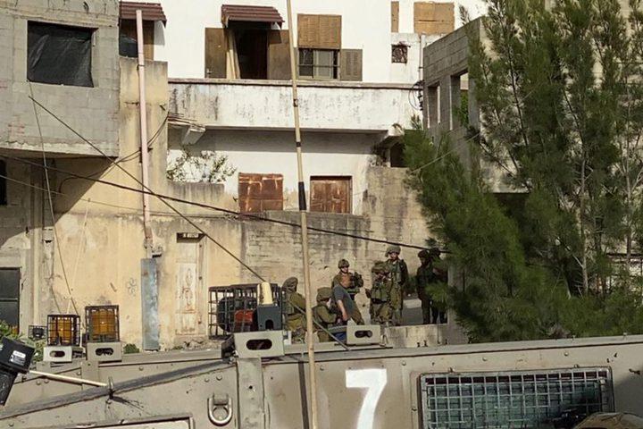 الاحتلال يغلق طرقًا فرعية في بلدة يعبد