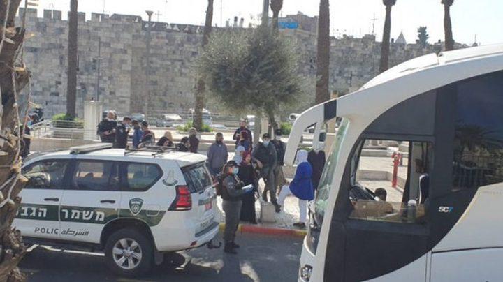 الاحتلال يعيق وصول المصلين من الضفة والداخل للمسجد الأقصى