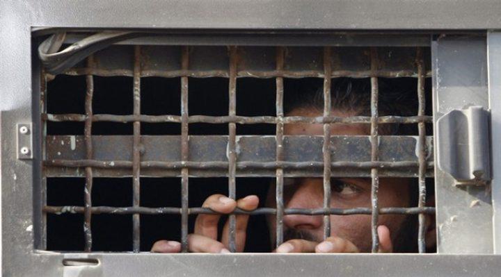 الاحتلال يعزل 19 أسيرًا في ظروف شديدة القسوة بسجن النقب
