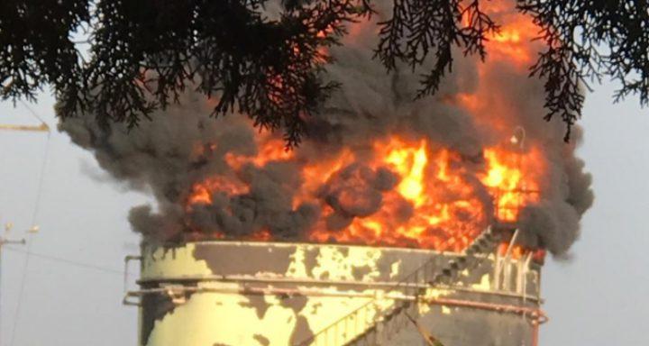 لبنان: اندلاع حريق كبير داخل منشآت النفط في منطقة الزهراني