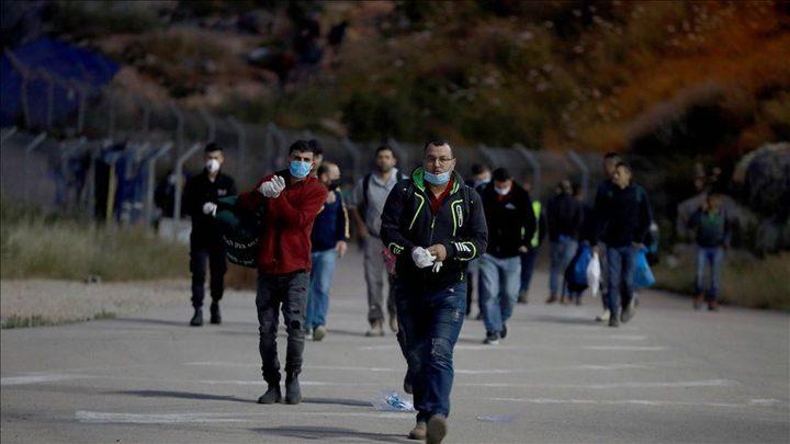 الإعلام العبري:حوالي 6000 تاجر و عامل  من غزة دخلوا إسرائيل اليوم