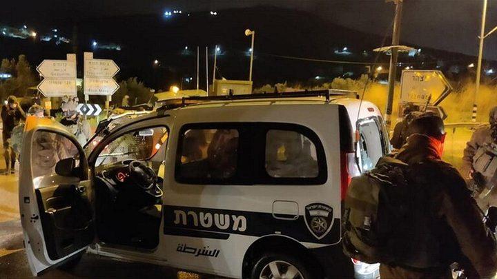 مستوطنون يعتدون على حرس الحدود الإسرائيلي ويصيبون أحدهم بجراح