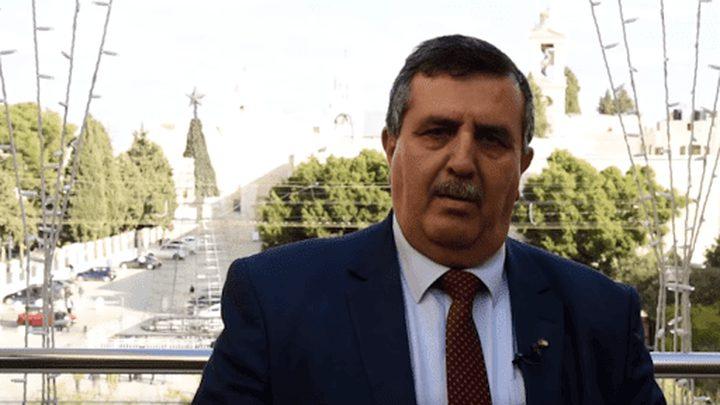 تقليد رئيس بلدية بيت لحم وسام نجمة إيطاليا