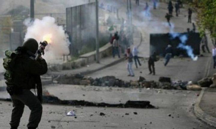 نابلس: عشرات حالات الاختناق خلال اقتحام الاحتلال دوما