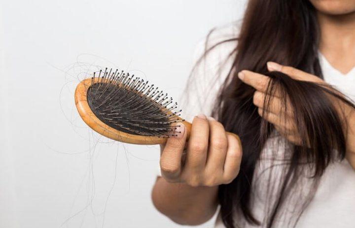 لا الوراثة ولا الشيخوخة.. هذا سبب تساقط الشعر!