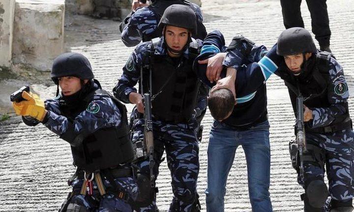 السلطة تعتقل فلسطينيايعمل بمنصب رفيع بالإدارة المدنية الإسرائيلية