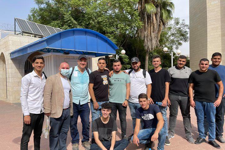 أسرة جامعة النجاح الوطنية تنظم اليوم عملا تطوعيا حول الجامعة بمشاركة  اسرة النجاح من موظفين وطلبة
